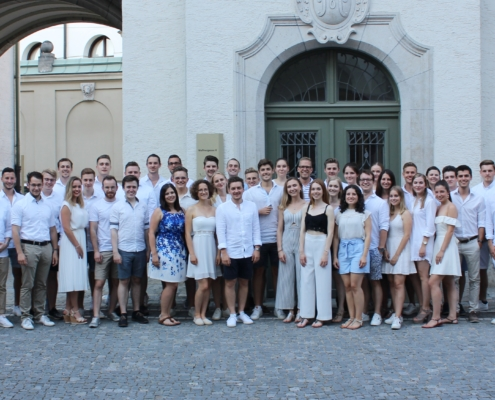 Das Sommerfest ist eines unserer Highlights im Sommersemester. Die Mitglieder des Ressorts Human Resources kümmern sich Jahr für Jahr um eine gelungene Location in Regensburg, bei der wir als kompletter Verein gemeinsam einen lustigen Abend verbringen.