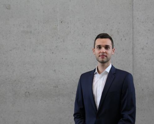 Alumnus Sven erzählt von seiner Zeit bei intouchCONSULT, der studentischen Unternehmensberatung aus Regensburg